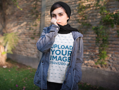 Beautiful Girl Wearing a Crewneck Sweatshirt Template in the Cold at the Park a17930