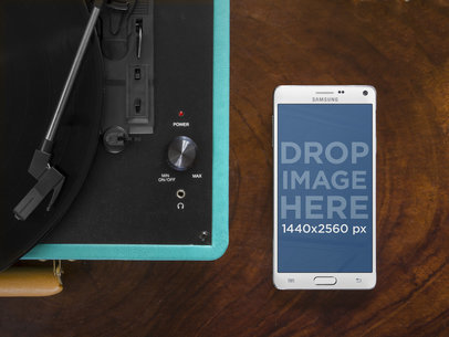 Samsung Galaxy Note 4 on Vinyl Player