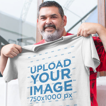 Office Manager Showing His New Tshirt Mockup a15666